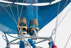 Hornilla del globo del aire caliente con la llama azul fotografía de archivo libre de regalías