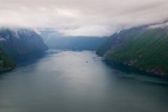 Hornindalsvatnet royaltyfria bilder