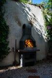 Horno de piedra al aire libre tradicional para asar a la parrilla Fotografía de archivo libre de regalías