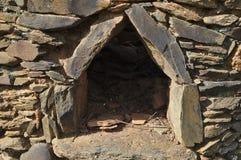 Horno de piedra antiguo olvidado Fotografía de archivo libre de regalías