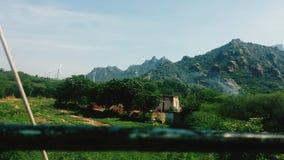 Horno del ladrillo debajo de la montaña Fotografía de archivo libre de regalías