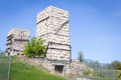 Horno histórico abandonado alto de la piedra caliza dos Fotografía de archivo libre de regalías