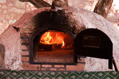 horno Madera-encendido Imagen de archivo libre de regalías