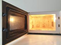 Horno microondas sucio Fotografía de archivo