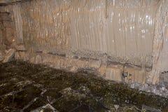 Horno para el vidrio endurecido Es producido por el tratamiento térmico del vidrio de flotador El vidrio se coloca en un horno qu Foto de archivo libre de regalías