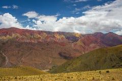 Hornocal, 14种颜色山 五颜六色的山在Jujuy,阿根廷 免版税库存照片