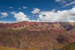 Hornocal, 14种颜色山 五颜六色的山在Jujuy,阿根廷 库存照片