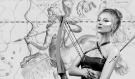 horoscope Знак зодиака Стрелца, красивый Стреец женщины на карте зодиака стоковое изображение