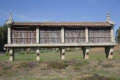 Horreo μια παραδοσιακή κατασκευή για να κρατήσει το συγκομισμένο σιτάρι στη βόρεια Ισπανία Στοκ Φωτογραφίες