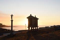 Horreo στο παράκτιο χωριό Baiona Pontevedra, Γαλικία Στοκ Εικόνες