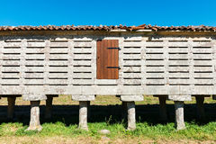 Horreo de Carnota ενάντια σε έναν σαφή μπλε ουρανό Στοκ εικόνα με δικαίωμα ελεύθερης χρήσης