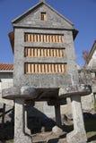 Horreo en traditionell konstruktion som ska hållas, skördade korn i nordliga Spanien Arkivbild