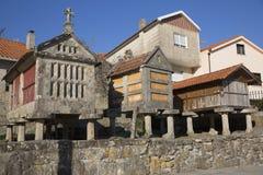 Horreo en traditionell konstruktion som ska hållas, skördade korn i nordliga Spanien Arkivbilder