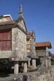Horreo en traditionell konstruktion som ska hållas, skördade korn i nordliga Spanien Fotografering för Bildbyråer