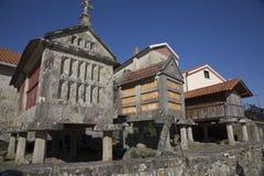 Horreo en traditionell konstruktion som ska hållas, skördade korn i nordliga Spanien Royaltyfria Bilder