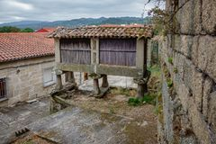 Horreo typisk spansk spannmålsmagasin Fotografering för Bildbyråer