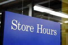 Horário da loja do sinal Fotos de Stock
