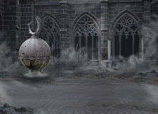 Horror. Średniowieczny Tajemniczy Straszny kasztel z Archway w półmroku. Desolation w mgle Obrazy Royalty Free