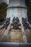 horror, czarcia postać, brązowa rzeźba z demonic gargulecami Zdjęcie Stock