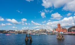 Hors-bord commençant la course au festival de port de Cardiff Images stock