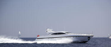 Hors-bord en mer Photographie stock libre de droits