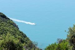 Hors-bord en mer Images libres de droits