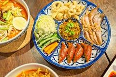 Hors d ` dzieła Północny tradycyjny Tajlandzki jedzenie - Północny Tajlandzki jedzenie styl, wieprzowiny skórka, Notrhern Tajland Zdjęcie Stock