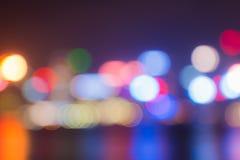 Hors de grandes lumières de ville de foyer après coucher du soleil Photographie stock