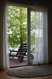 Hors de la salle à la terrasse image libre de droits