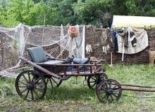 Horse-drawn βαγόνι εμπορευμάτων στο ναυπηγείο του αγροτικού σπιτιού Στοκ Εικόνα