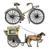 Horse-drawn μεταφορά ή λεωφορείο και ποδήλατο, ποδήλατο ή velocipede Απεικόνιση ταξιδιού χαραγμένο χέρι που σύρεται στο παλαιό σκ Στοκ Φωτογραφία