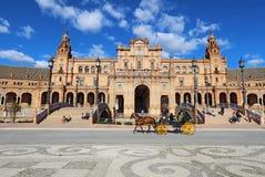 Horse-drawn μεταφορά Plaza de Espana στη Σεβίλη, Ισπανία Στοκ Φωτογραφίες