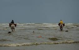 Horseback pescadores 2 do camarão Fotografia de Stock