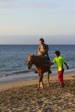 Horsebackriding en Mancora, Perú Foto de archivo libre de regalías
