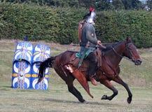 Horsemann romain sur la cible image stock