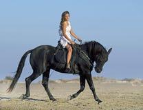 Horseteen op het strand royalty-vrije stock foto's