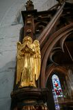 HORSHAM ΔΥΣΗ SUSSEX/UK - 30 ΝΟΕΜΒΡΊΟΥ: Χρυσός άγγελος στο ST Mary τ στοκ φωτογραφία με δικαίωμα ελεύθερης χρήσης