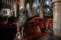 HORSHAM SUSSEX/UK OCIDENTAL - 30 DE NOVEMBRO: Atril de Eagle em St Mary fotografia de stock royalty free