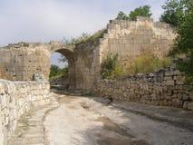 Horta-Kapu北门, Chufut无头甘蓝堡垒古老门  克里米亚 库存图片