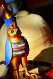 Horus,金猎鹰雕象 库存图片