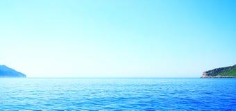 Horyzont na denny niedalekim wyspa Corfu Fotografia Royalty Free