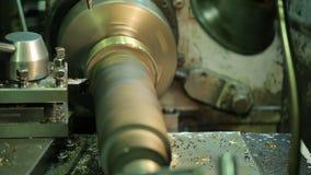 Horyzontalna mielenie maszyna przetwarza wirować metalu puste miejsce z coolant obcieknięciem zbiory