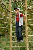horyzontalna prętowa chłopiec Zdjęcia Royalty Free