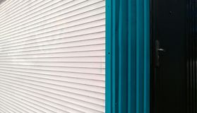 Horyzontalni biali i błękitni pionowo lampasy metal story Obraz Royalty Free
