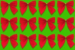 Horyzontalni rzędy czerwoni tekstylni łęki na zielonym tle ilustracja wektor