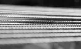 Horyzontalny czarny i biały linowy szczegółu bokeh tło Obraz Royalty Free