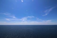 Horyzontalny skline z chmurami na niebie Obraz Royalty Free