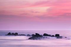 horyzontu tajemnicze oceanu skały Zdjęcie Royalty Free
