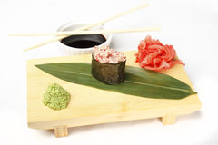 Hosomaki,艺妓鸦片,扇贝, tobiko鱼子酱,蛋黄酱 免版税库存照片