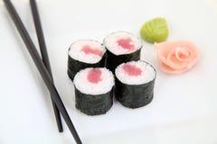 Hosomaki, thon traditionnel japonais de nourriture Photographie stock libre de droits